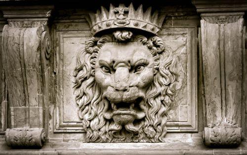 lion king crown