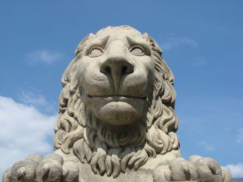 lion statue warsaw