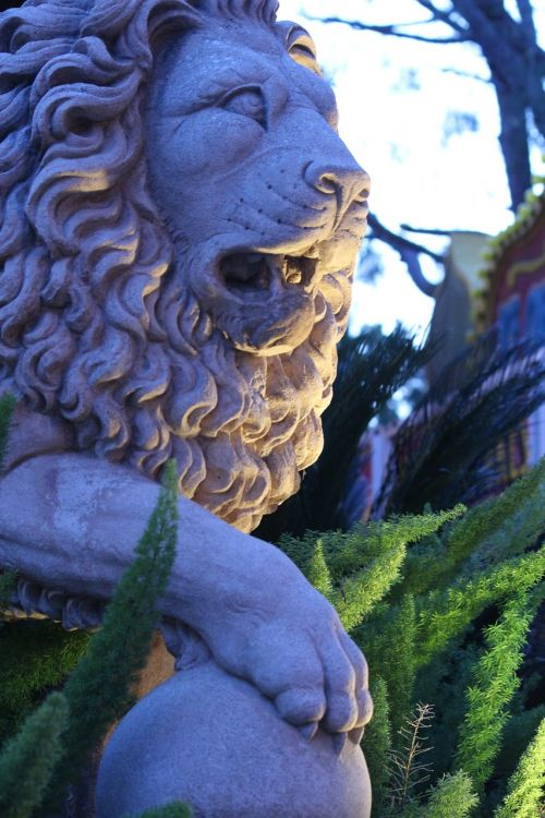 lion statue regal