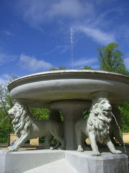 lion fountain fountain schlossgarten