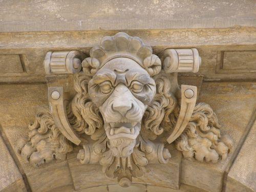 lion head keystone archway