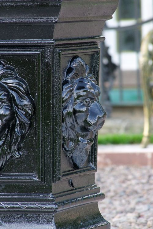 lion head metal container