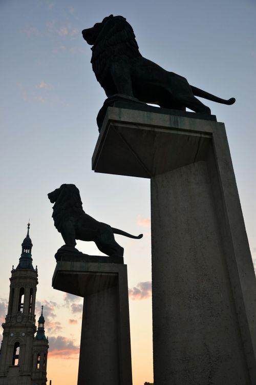 lions silhouettes sculpture