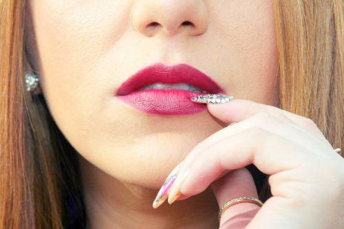 lip seduction nail