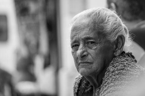 lisbon old lady skeptical