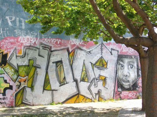 lisbon graffiti portugal