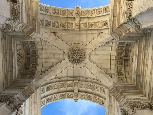 lisbon monument architecture