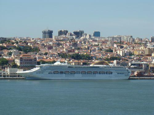 lisbon portugal boat