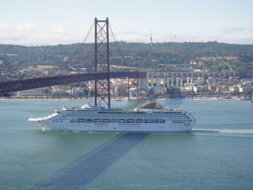 lisbon portugal 25th of april bridge