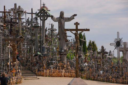 lithuania mountain of crosses crosses