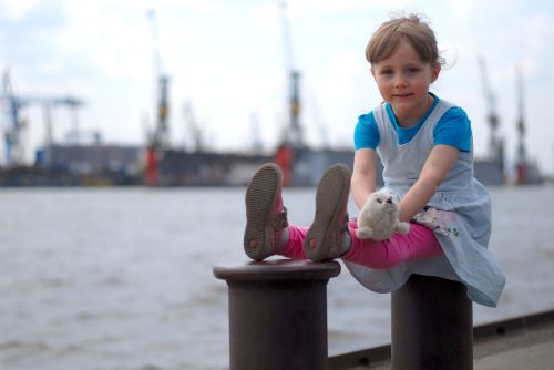 little girl elbe hamburg