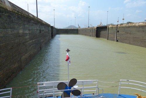 lock  panama canal
