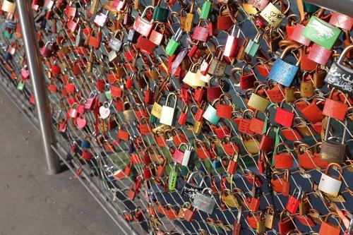 lock  bridge  padlocks