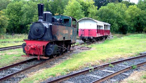 locomotive wagon rails