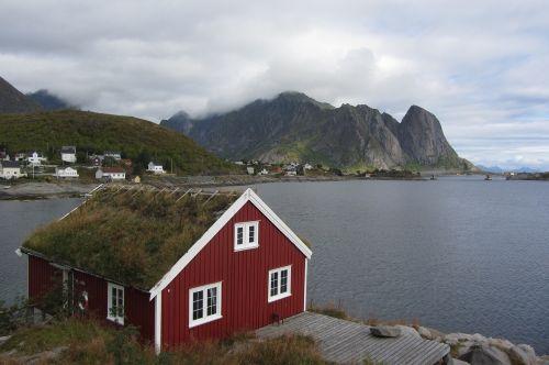 lofoten hut red