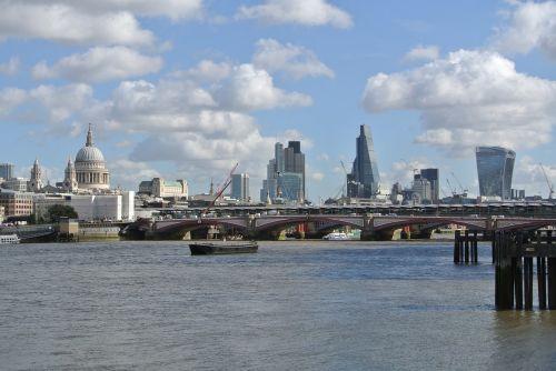 london thames bridge