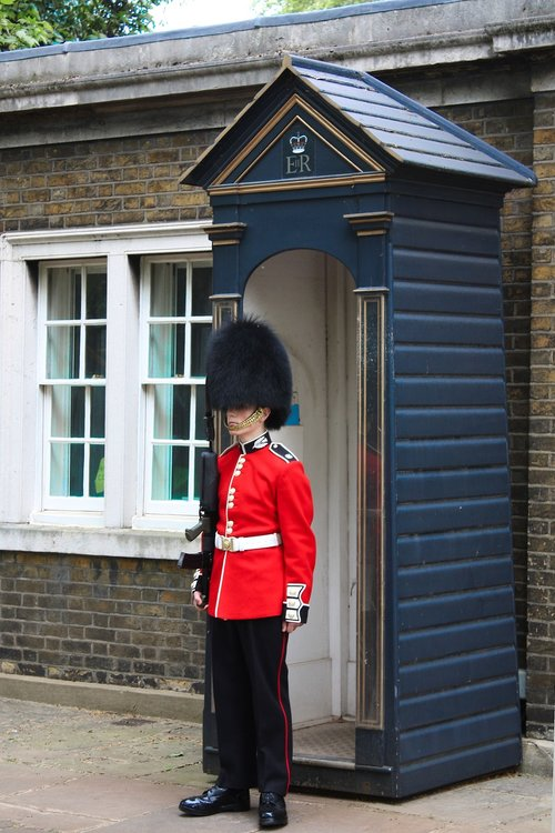 london  guard  english