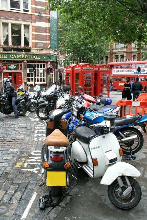 london street street scene
