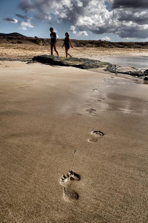vienatvė,papludimys,mėgėjai,smėlis,pėdsakai,vandenynas,žmonės,vienatvė,kelionė,vienas,žingsniai