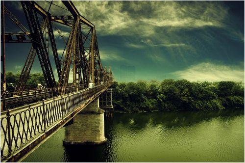 long bien bridge hanoi the red river