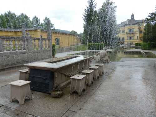 lords table hellbrunn water feature