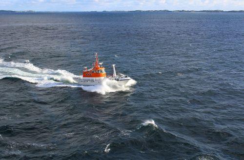 pilot boat norwegian fjord seas
