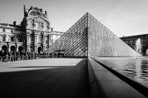 louvre pyramid glass pyramid