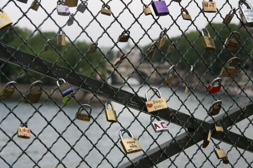 love paris pont des arts