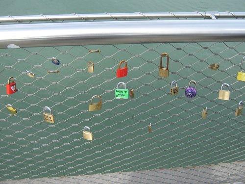 love  castle  love locks