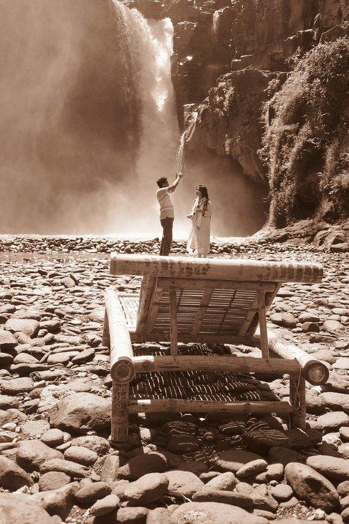 love  catching waterfalls  travelers