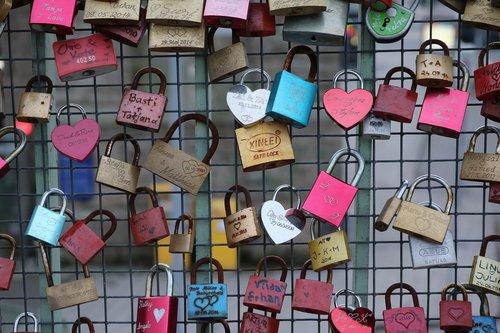 love locks  landscape format  wire mesh