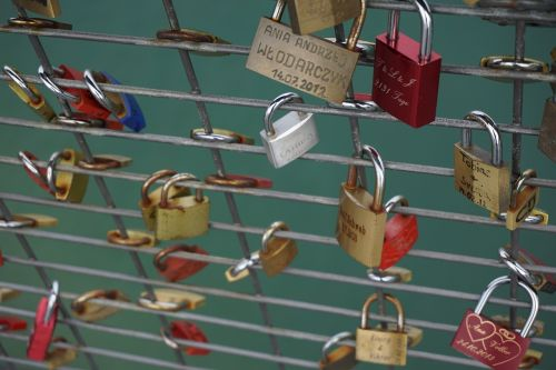 love locks castles grid
