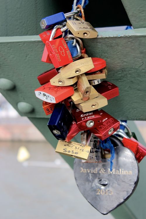 love oath lock together
