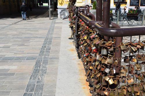 lovers bridge padlock bridge