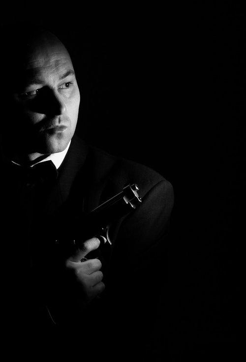 low key  gun  man