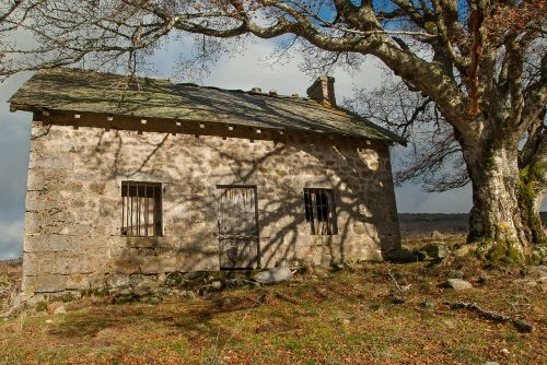 lozère buron abandoned house