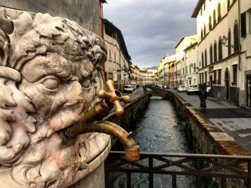 lucca tuscany fontana