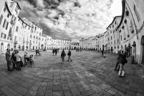 lucca piazza piazza anfiteatro lucca
