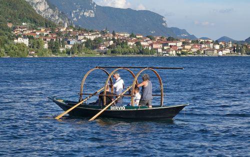 lucia boat lake lake como