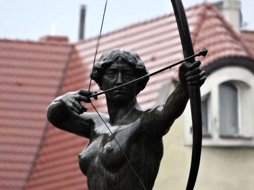 luczniczka bydgoszcz statue
