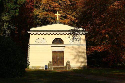 ludwigslust-parchim castle park louise mausoleum