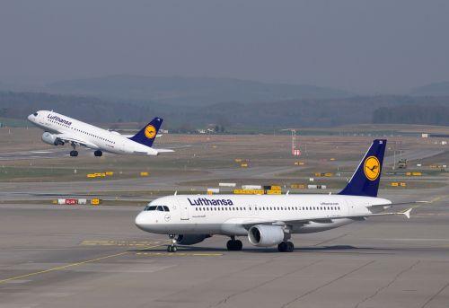 lufthansa aircraft airport