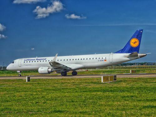 lufthansa aircraft passenger jet