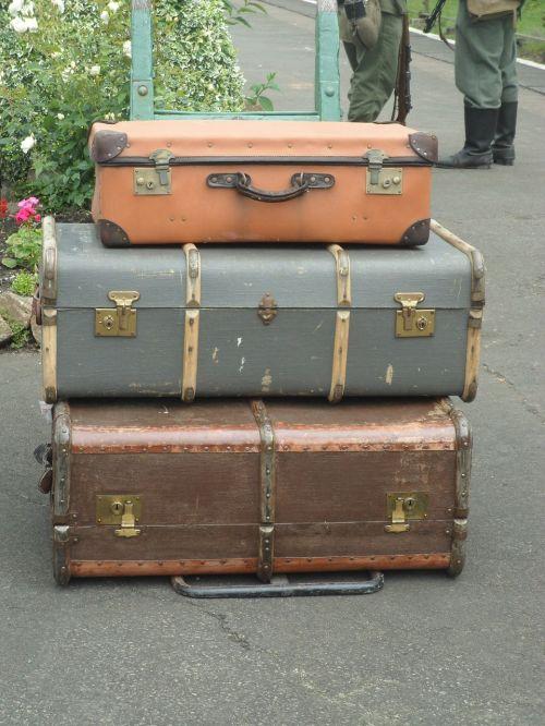 luggage war vintage
