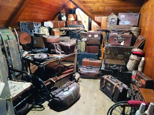 luggage trunk storage
