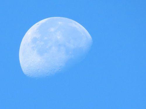 luna day sky