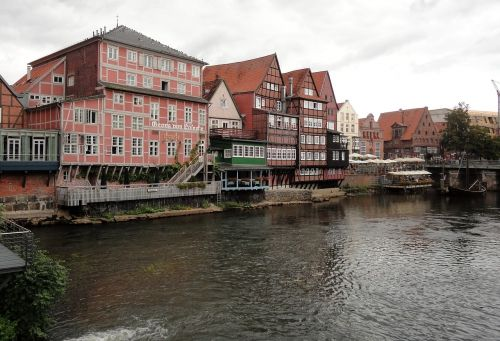 lüneburg fachwerkhäuser river