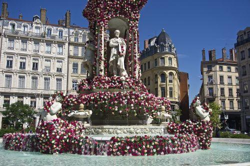 lyon fountain flower