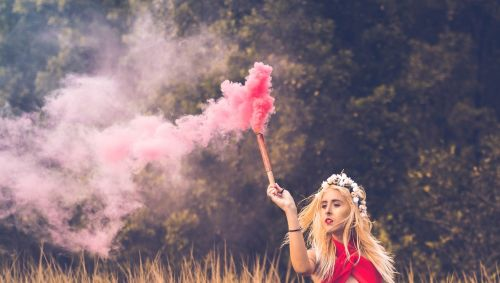 lyzz hana red smoke handing love