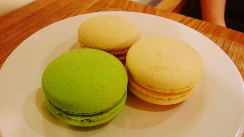 macaroon food dessert